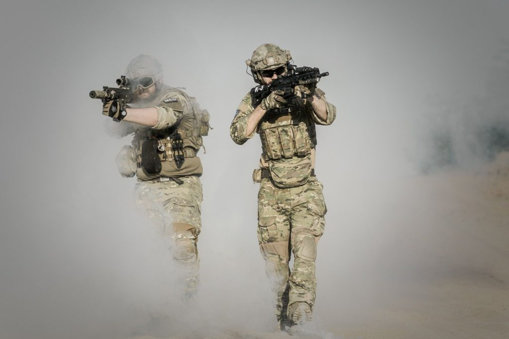 Soldat mit taktischer Weste